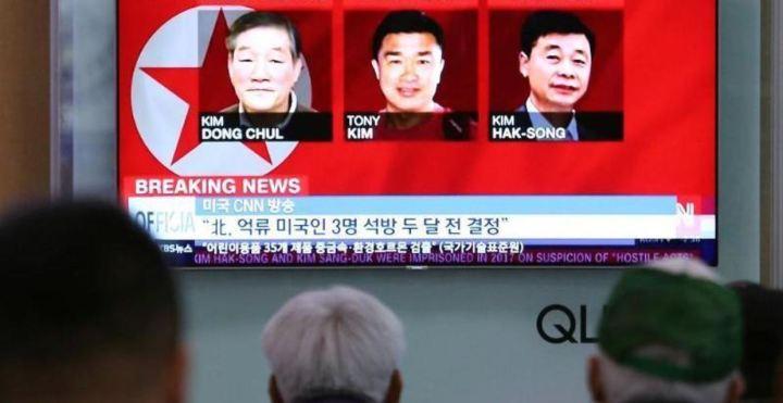 2512859_1_articledetailpremiumbig_Ein_Display_im_Hauptbahnhof_von_Seoul_zeigt_Fotos_der_drei_in_Nordkorea_inhaftierten_US-Buerger_Kim_Don