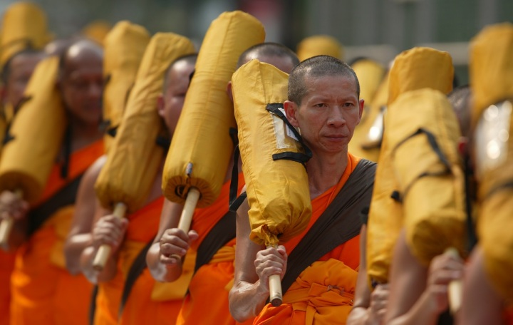 buddhists-monks-orange-robes-50693