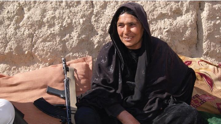unica-mujer-jefa-policia-afganistan-desafia-a-los-talibanes-00002280-v9n2-1426780991